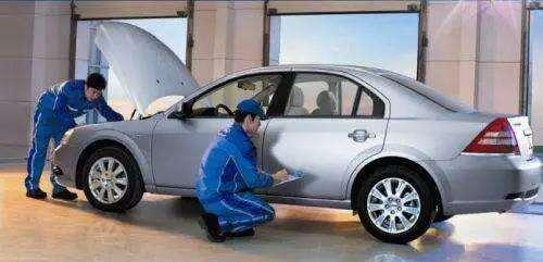 一辆普通的家轿一年要花费多少钱,月入五千够养车吗?