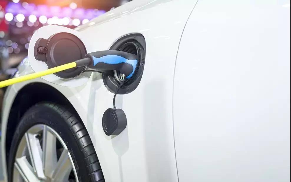 10月销量近腰斩,新能源车怎么不香了?