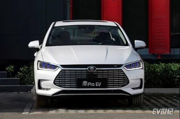 自主纯电家轿一哥之争?比亚迪秦Pro EV对比广汽新能源AionS